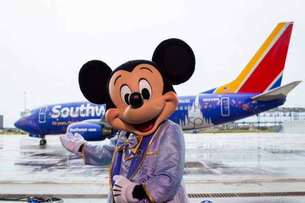 n954wn becomes southwests salute to walt disney world at 50 2 Airplane GEEK N954WN becomes Southwest's salute to Walt Disney World at 50