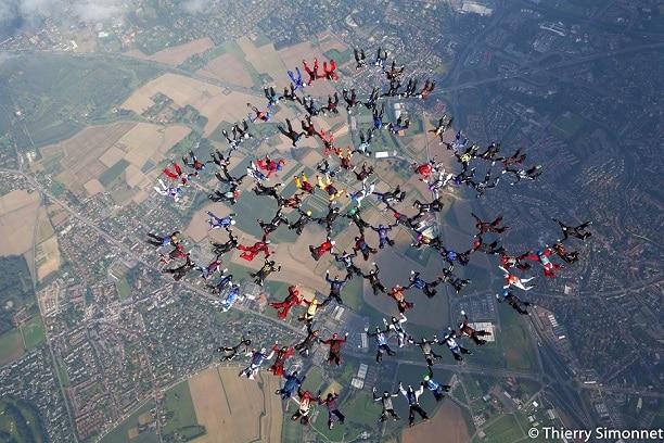 Record de France à 104 parachutistes