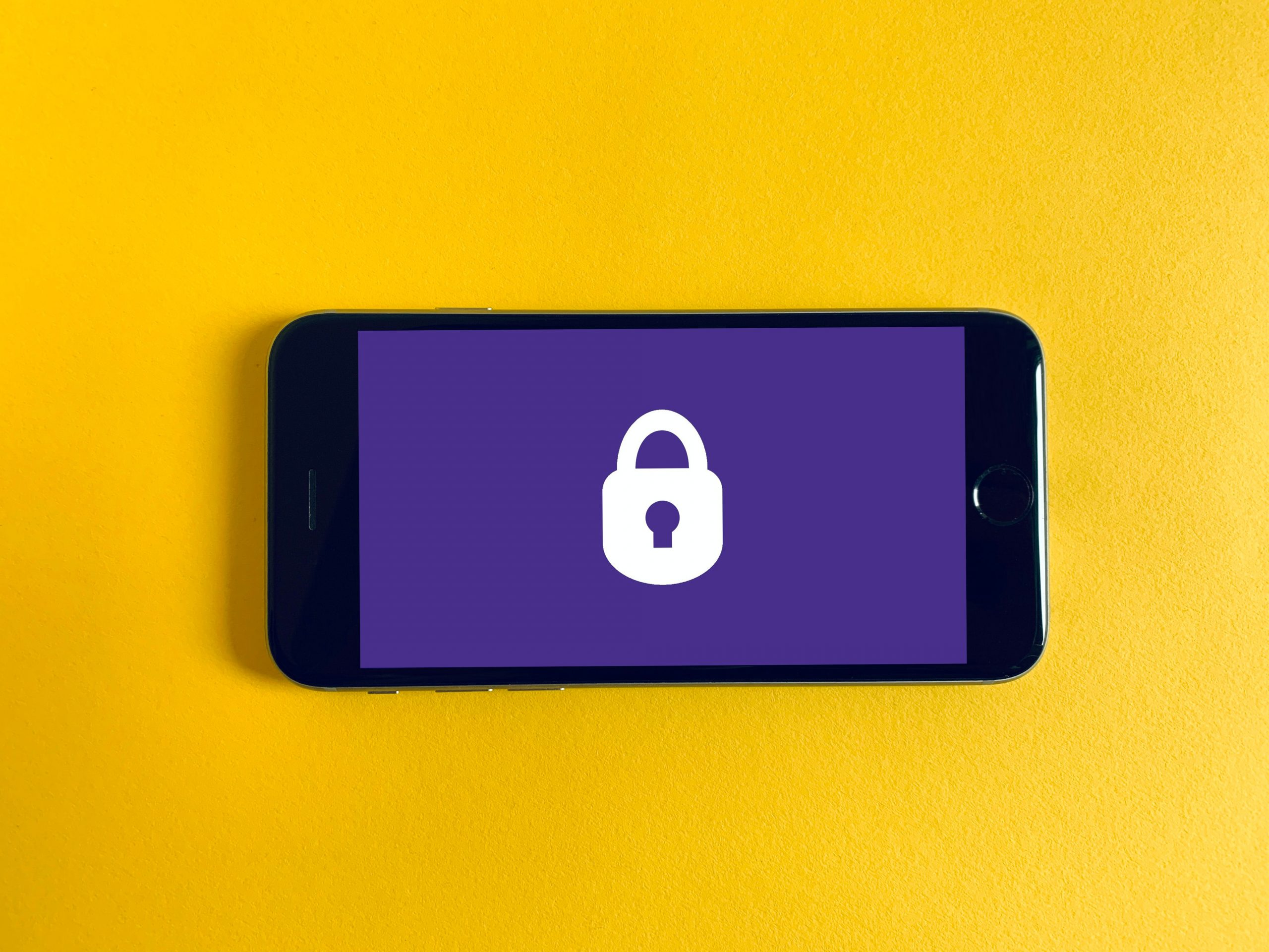 Smartphone with a picture of a padlock