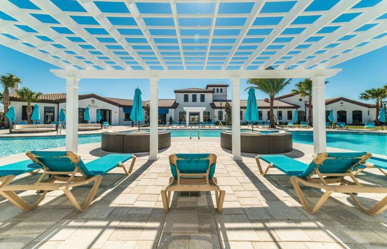 Pulte-Orlando-Florida-Windsor-Westside-pool-deck2-1920x1240 - Copy