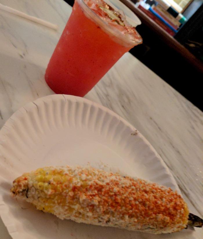 margarita and elote at Mas Tacos