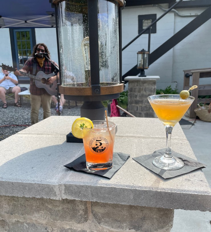 cocktails and music at Five Mile Mountain Distillery