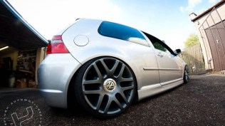 vehicle-vw-r32-3[1]