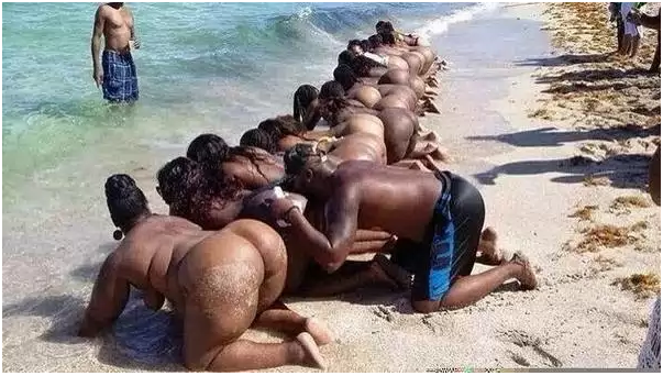 A pastor ordered 21 women to strip naked,then kissed their asses,in order to give them blessings,so that they can find a husband LOL