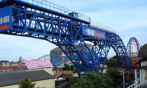 Einer der vier verbliebenen Arrow Launched Loop steht in Blackpool
