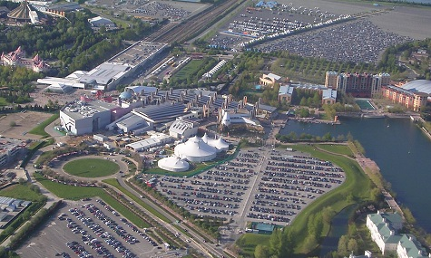 Besucht wird das Pariser Disneyland jährlich von Millionen Menschen - trotzdem hat das Resort finanzielle Probleme.