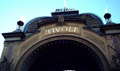 Der Eingang in das alt ehrwürdige Tivoli