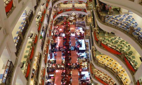 Blick in die riesige Berjaya Times Square Mall