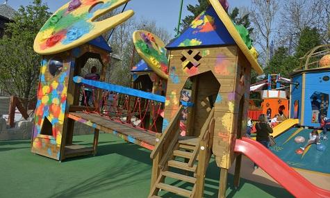 Klettregerüste, Türme und Brücken sorgen für strahlende Kinderaugen