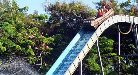 Die Wildwasserbahn im Park - Splash