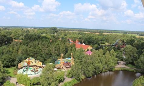 Blick aus dem Riesenrad Richtung Freizeit- und Wasserwelt, sowie de Übernachtungsmöglichkeiten (anklicken zum vergrößern)