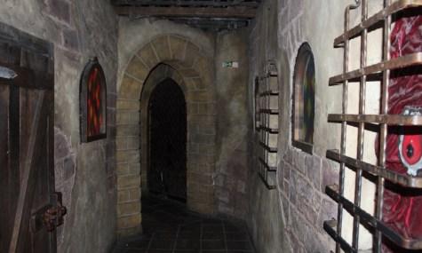 Der Wartebereich von Mystery Castle trumpft mit Gestaltung und Live-Erschreckern auf