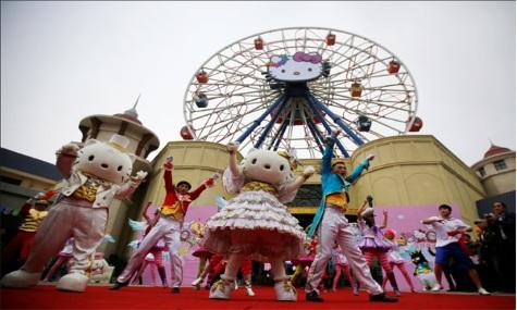 Hello Kitty durfte bei der feierlichen Eröffnung natürlich nicht fehlen.