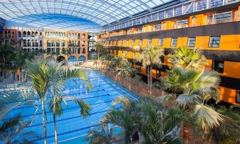 Das Hotel Victory ist der Blickfang im neuen Wellenbad - Anklicken zum Vergrößern!