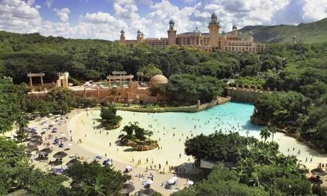 Türkisblaues Wasser, weiße Sandstrände und ein luxuriöses Hotel: ein Traum - Anklicken zum Vergrößern!