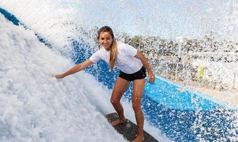 Ganz und gar haifrei: die künstliche Welle zum Surfen - Anklicken zum Vergrößern!