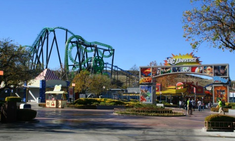 Six Flags Magic Mountain. Hier: Green Lantern First Flight