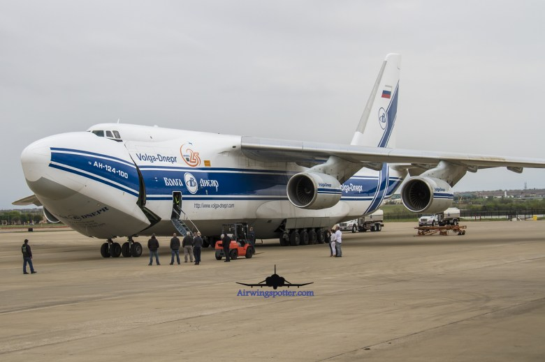 AN124 opening up