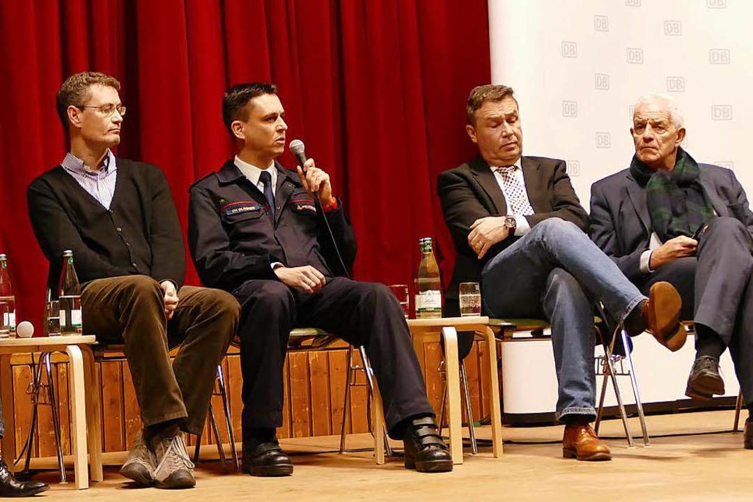 Stefan Osthoff (DB, Recht, Infrastrukt...nks) saßen in der ersten Podiumsrunde.  | Foto: Victoria Langelott