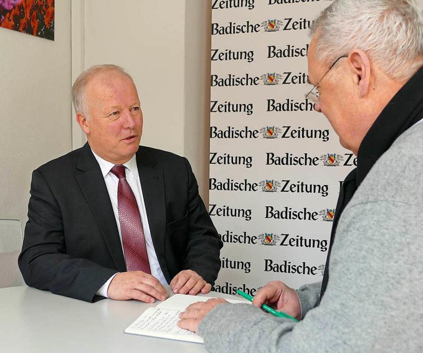 CDU-MdB Peter Weiß beim Redaktionsgespräch mit Manfred Dürbeck   Foto: Mark Alexander