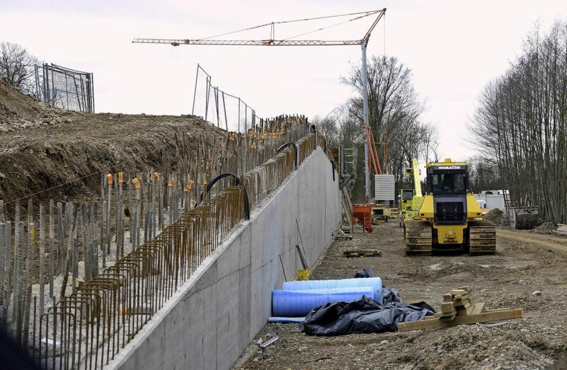 Alles andere als zierlich: Die Betonma... der Autobahn ist seit Jahren geplant.  | Foto: Ingo Schneider
