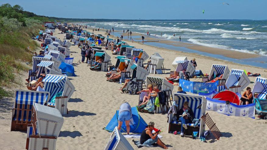 Pentecost Sunday after the relaxation in Mecklenburg / Western Pomerania, as if there had never been Corona. Vacationers and locals here in Zinnowitz on the island of Usedom. May 31, 2020 in Zinnowitz Coronavirus *** Whit Sunday after the relaxation in Mecklenburg