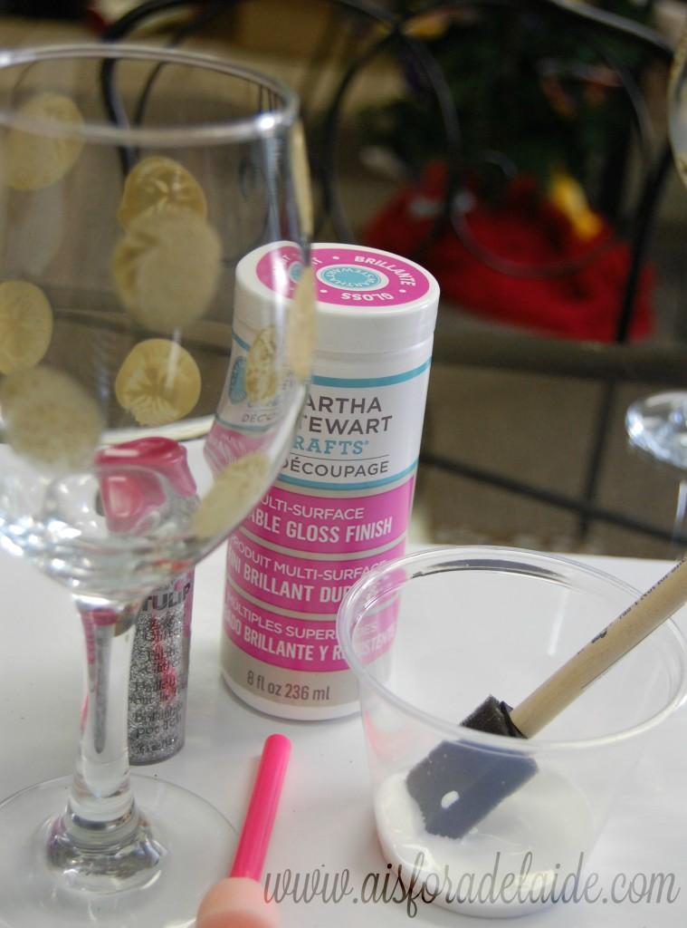 #WaterMadeExciting #ad Holiday Glitter Wine Glasses tutorial #paintingglass