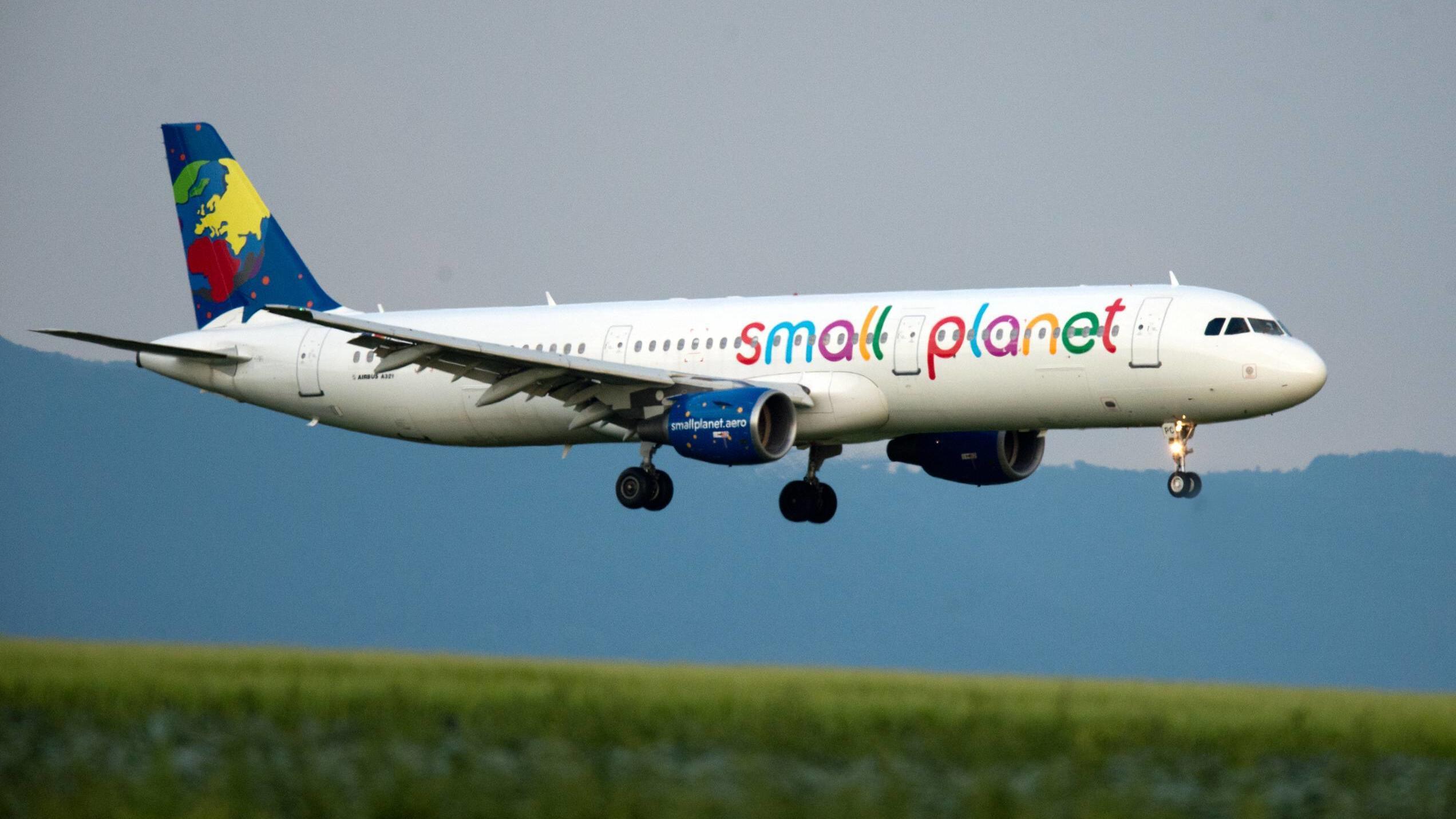Resultado de imagen para small planet airlines
