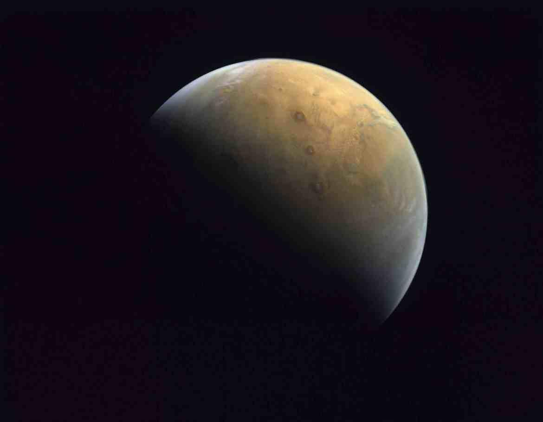 الإمارات تنشر الصورة الأولى من مسبار المريخ