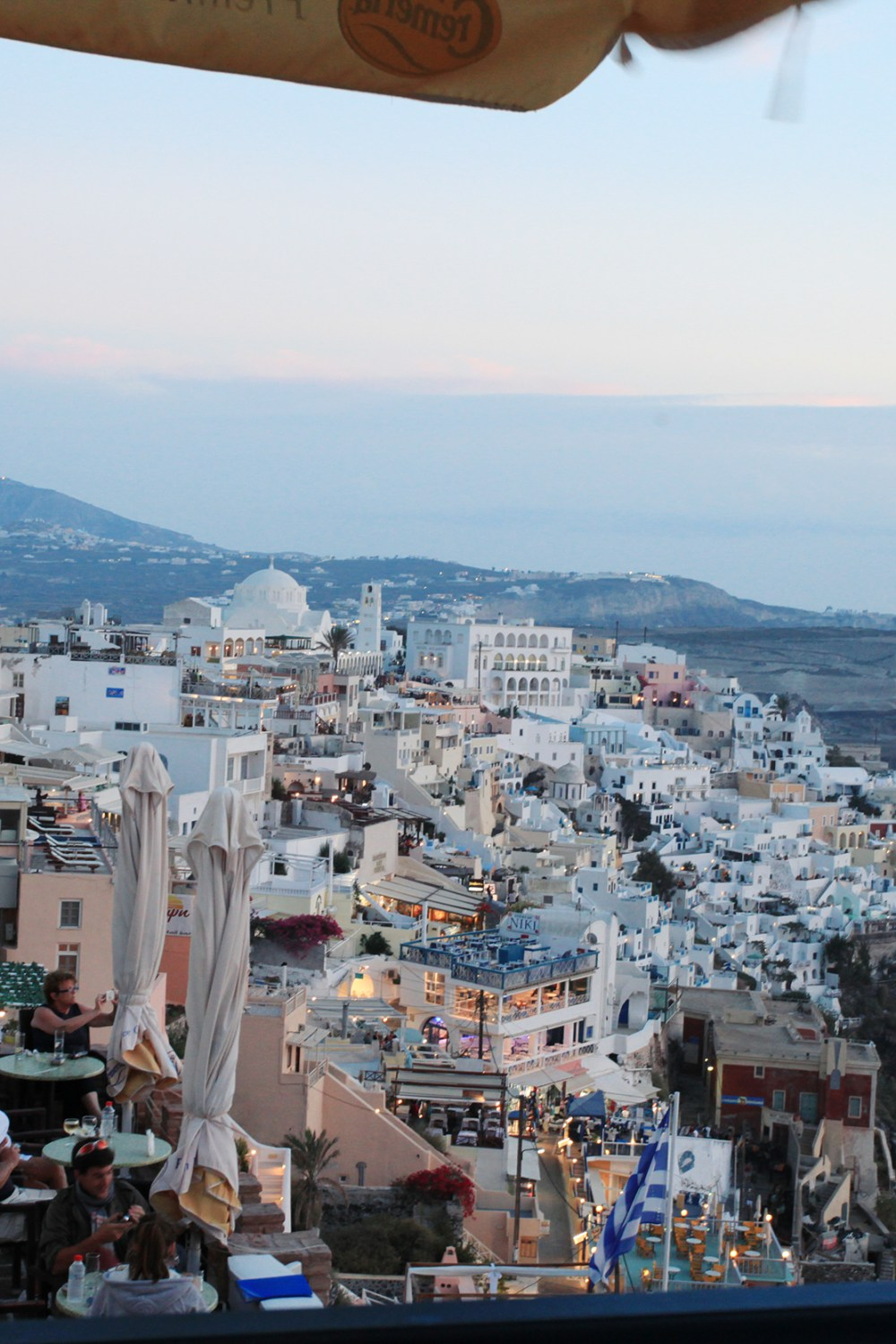our easy & amazing daytrip to beautiful santorini- healthy ai blog