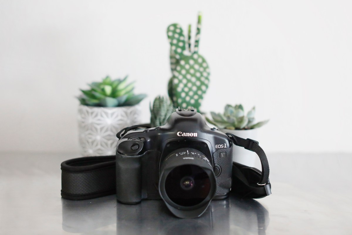 what's in my favorite camera bag- aitravelsblog.com