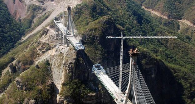 Tingginya yang 403 meter itu berarti sama dengan 3 kali tinggi Monumen Nasional