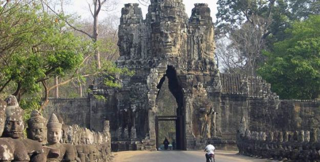Angkor Wat pada jaman dulu dianggap sebuah legenda atau mitos