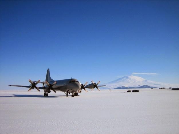 Landasan Terbang Es / Ice Runway, Antarctica