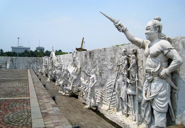 Patung Ilustrasi Pasukan Majapahit Bersama Gajah Mada
