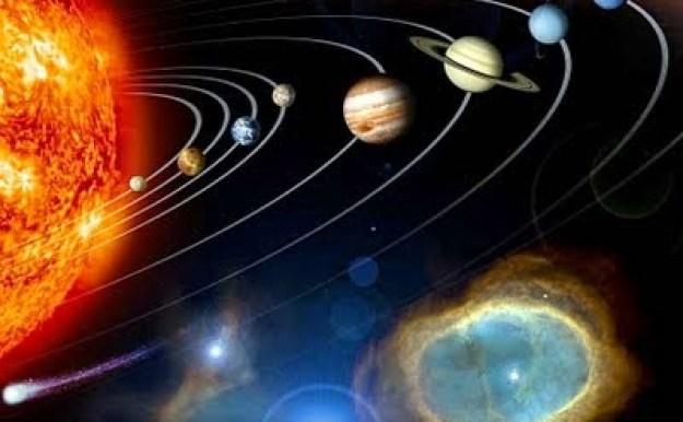 Komet Halley bergerak mengikuti orbit atau garis edarnya yang telah ditetapkan