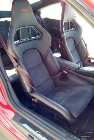 Paikalla oli yksi takavetoinen Carrera GTS ja samainen auto oli varustettu kuppipenkeillä sekä 20 mm matalammalla urheilualustalla