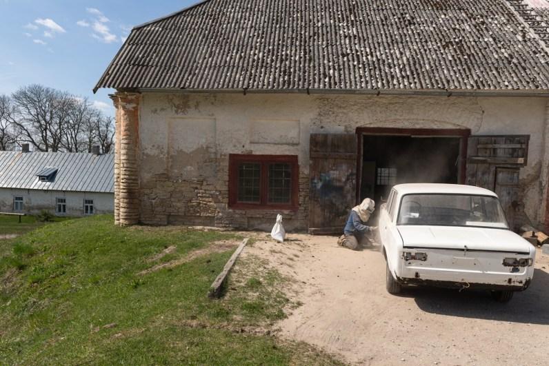 Lihula mõisa viinaköögis töötab praegu osaliselt autoremonditöökoda / Foto: Endel Apsalon