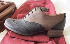 Wingtip brogues with a slightly stacked wooden heel. Two-toned.
