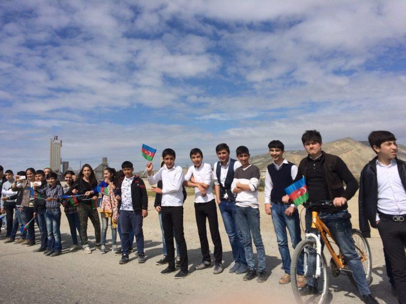 Azeri kids watching the Tour and waving Azerbaijani flags, via Patrick Redford