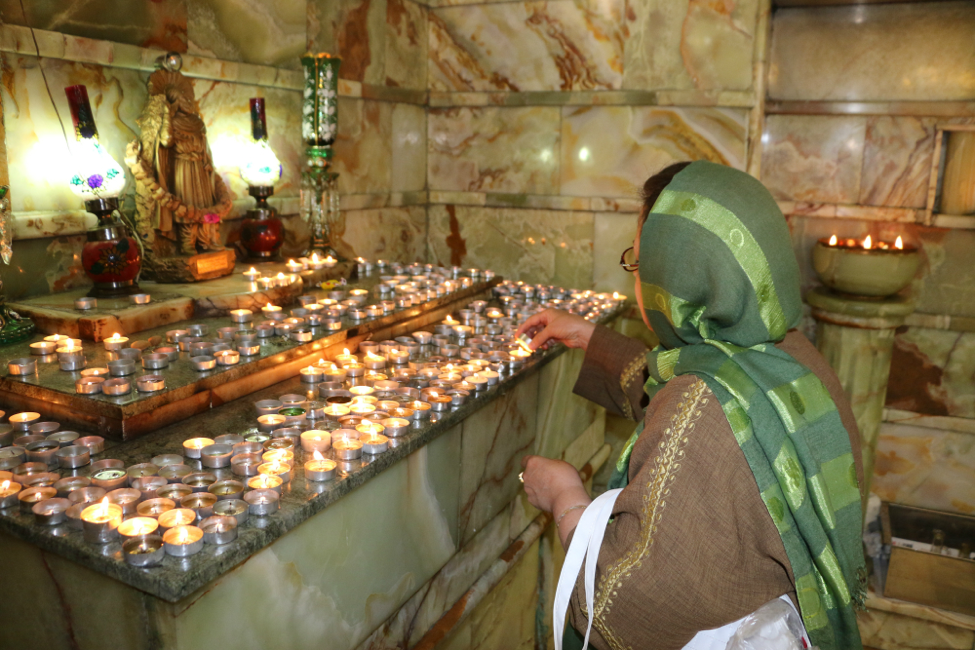 Lighting the candles in front of the statue of Ashuzartusht