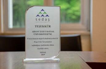 DSC 0325 - SEDAŞ Proje Fikri Yarışması'nda Ödül Alan Öğrencilerden Rektör Alişarlı'ya Ziyaret