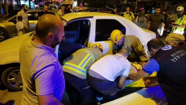 Polisten kaçan alkollü sürücü kazaya neden oldu, hastanede gözaltına alındı 13