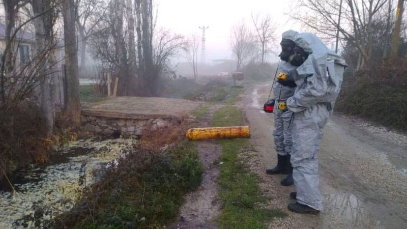 Sakarya'da kimyasal madde alarmı: 12 kişi hastaneye kaldırıldı
