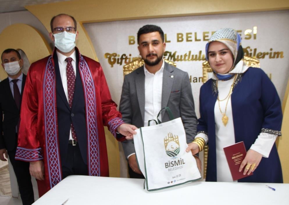 Kaymakam Türkmen, genç çiftin nikahını kıydı