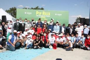 Pir Aziz Parkı, yamaç paraşütü ve uçurtma festivaliyle açıldı
