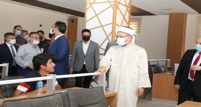 Diyanet İşleri Başkanı Gençlik ve Kültür Merkezini ziyaret etti