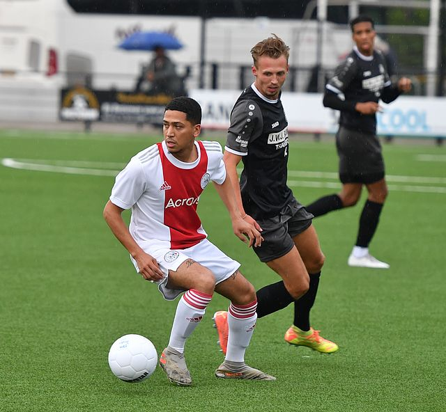 Ajax speelt eerste oefenduel gelijk tegen DEM (2-2)