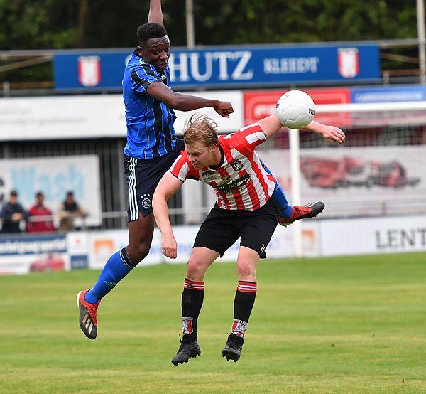 Gelijkspel Ajax tegen 3e Divisionist Hollandia (1-1)