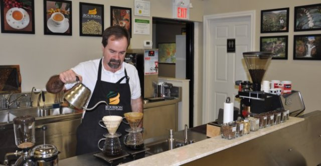 CARVALHO_COFFEE_GCD_POUR